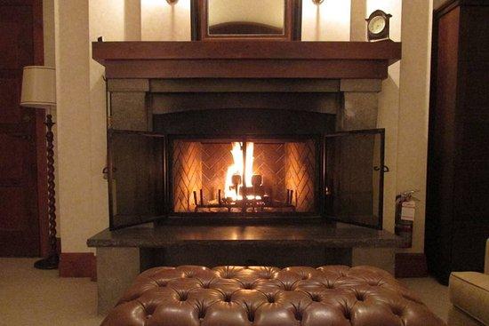 q suite fireplace roaring