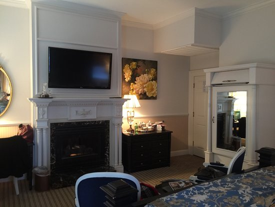 Hotel with Fireplace In Room Luxury the Beautiful King Room with Fireplace and Fabulous Bathroom