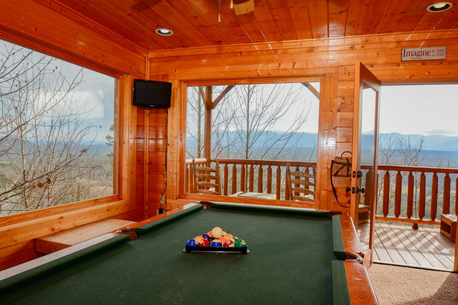 Cabin with Hot Tub and Fireplace Elegant Sevierville Vacation Rental