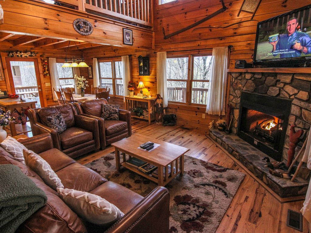 Cabin with Hot Tub and Fireplace Fresh Mountain Breezes Log Home with Hot Tub Pool Table Private 10 Mins to West Jefferson Fleetwood
