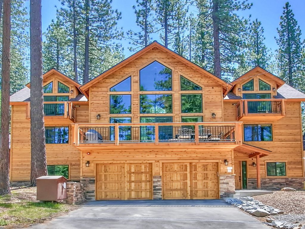 Cabin with Hot Tub and Fireplace New 6 Bedrooms 5 Baths Sleeps 16 $749 Avg Night south Lake