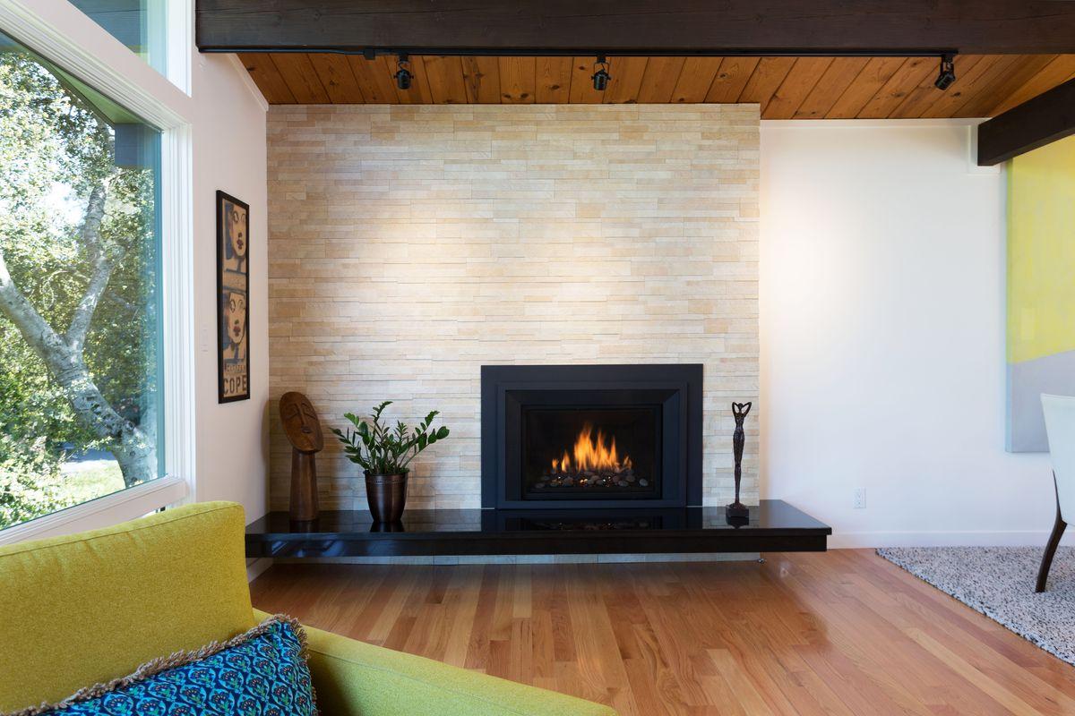 10 Liv fireplace