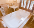 Poconos Hotels with Jacuzzi and Fireplace Awesome Hotels with Big Bathtubs for Traveling Couples