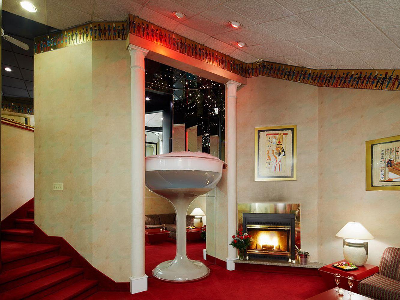 web Champagne Tower Living Room 5a9da3aa119fa f fc f6e14b68b992ee ab7d6