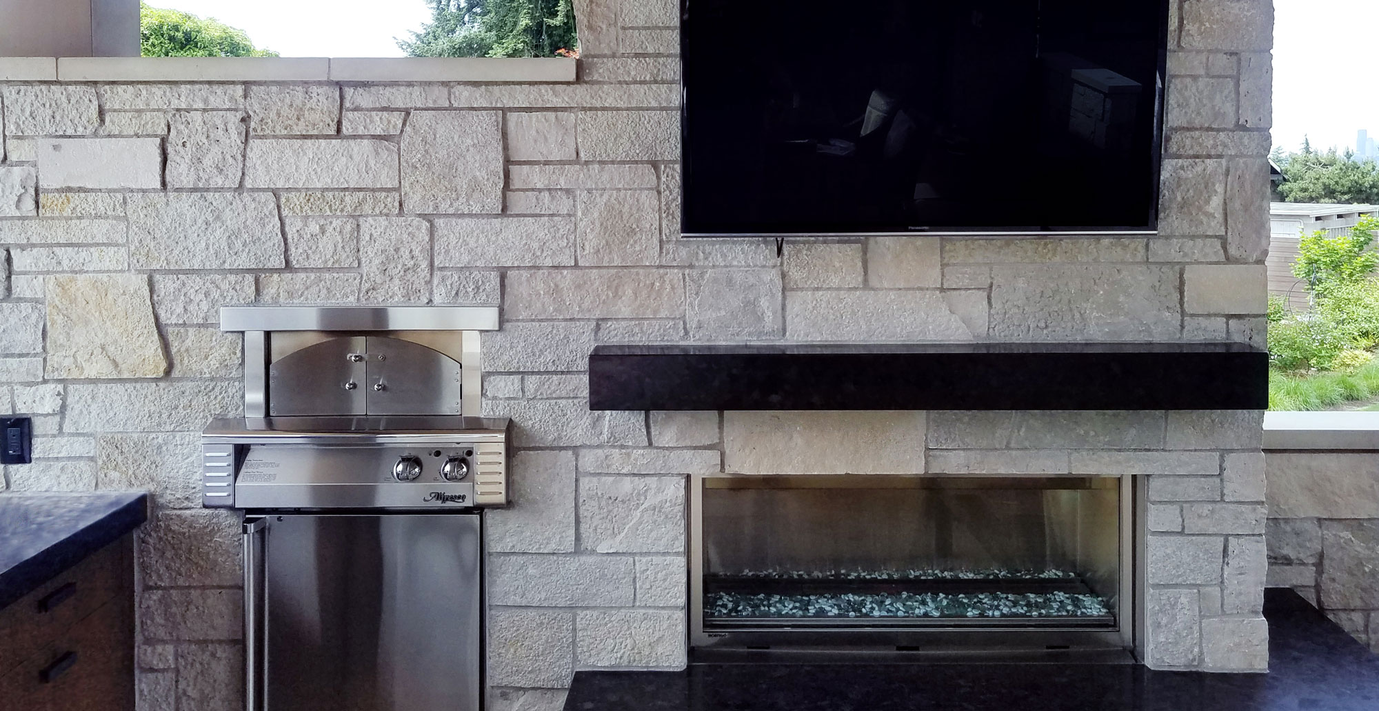 Modern Outdoor Fireplace Stone Veneer Exterior Facade Tight Joint Stacked Stone Sawn Masonry Look HERO 1280x660 41cc